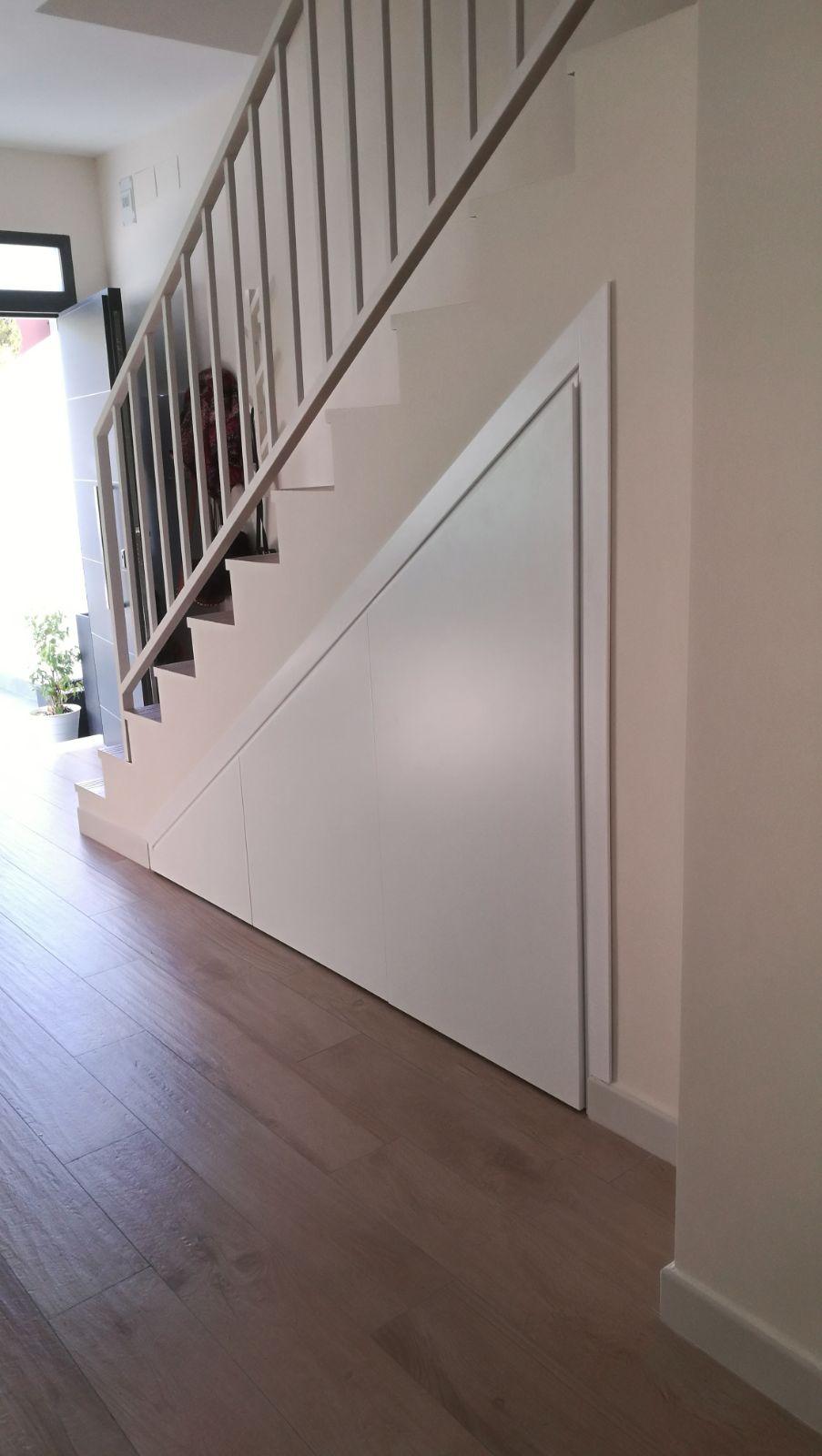 mueble bajo escalera a medida