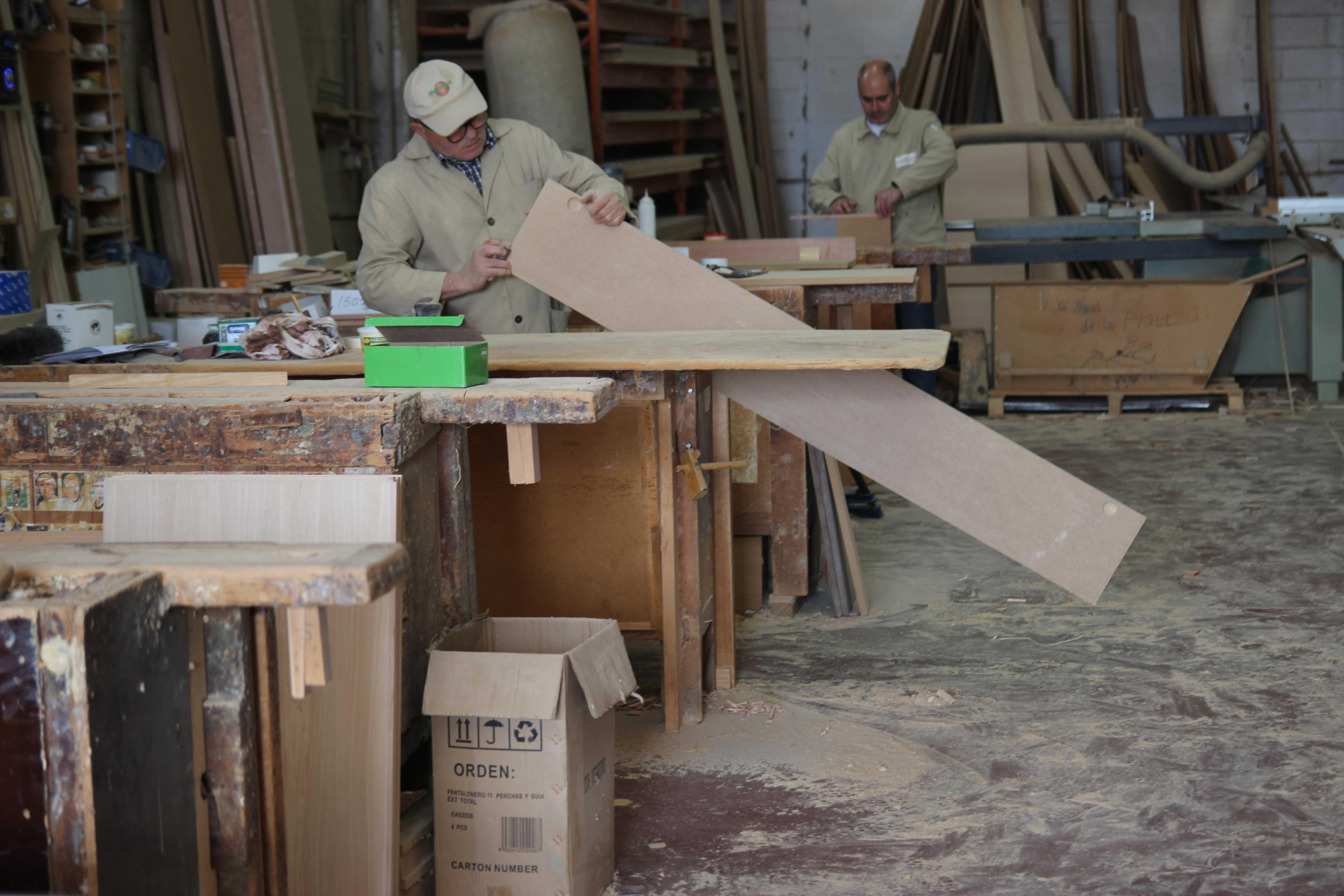 Las empresas de Apimad generan más de un centenar de empleos directos en el sector del mueble a medida