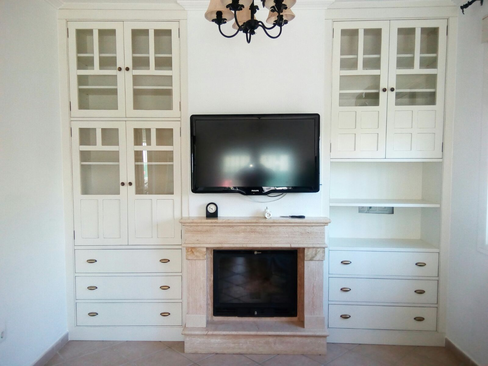 Salón muebles empotrados Muebles Valarte