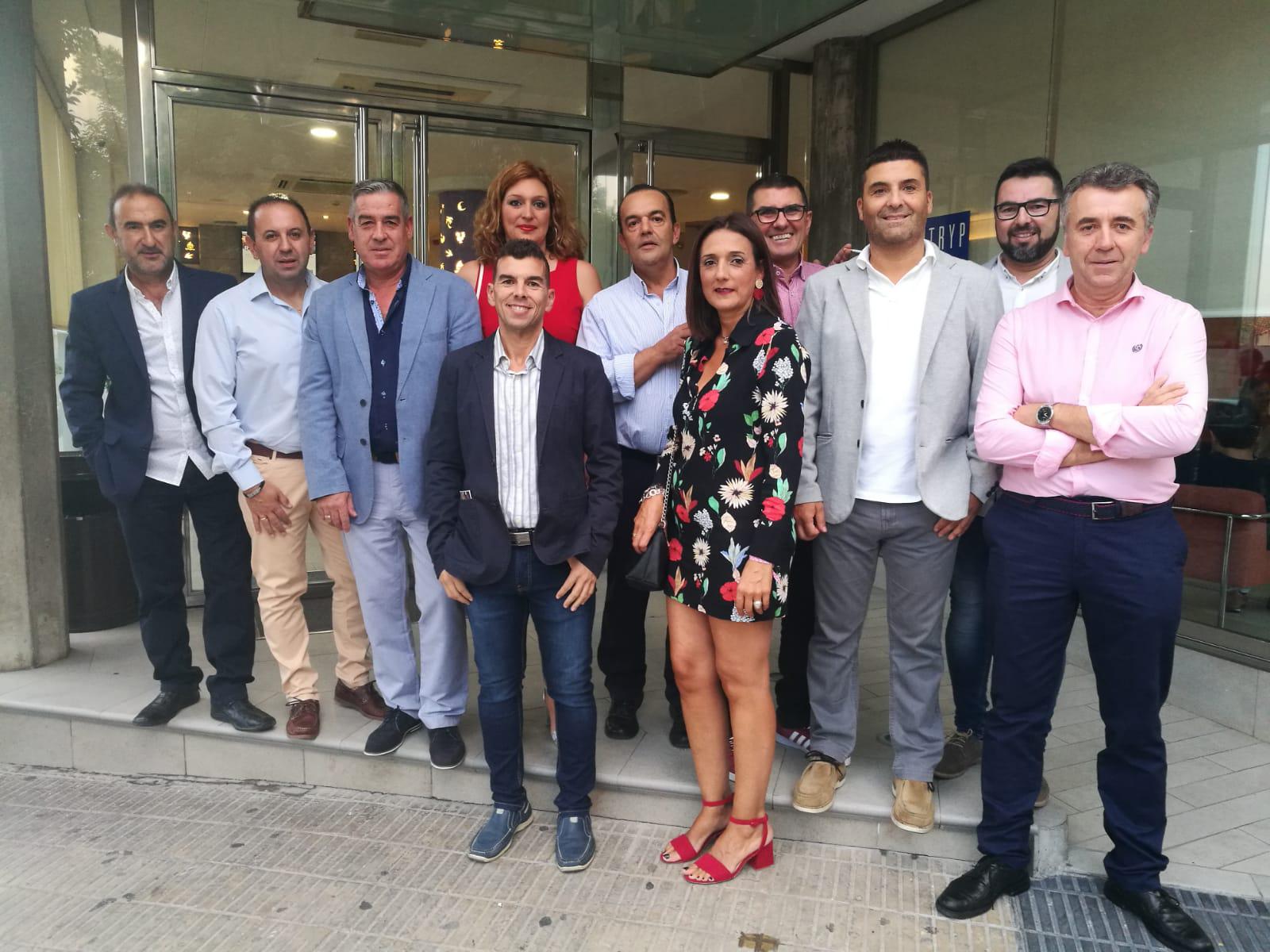 """Empresarios del mueble a medida de Valverde del Camino asisten a la feria especializada """"Hábitat"""" en Valencia"""