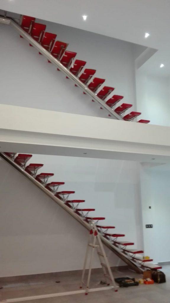 Escaleras en rojo Ferrari