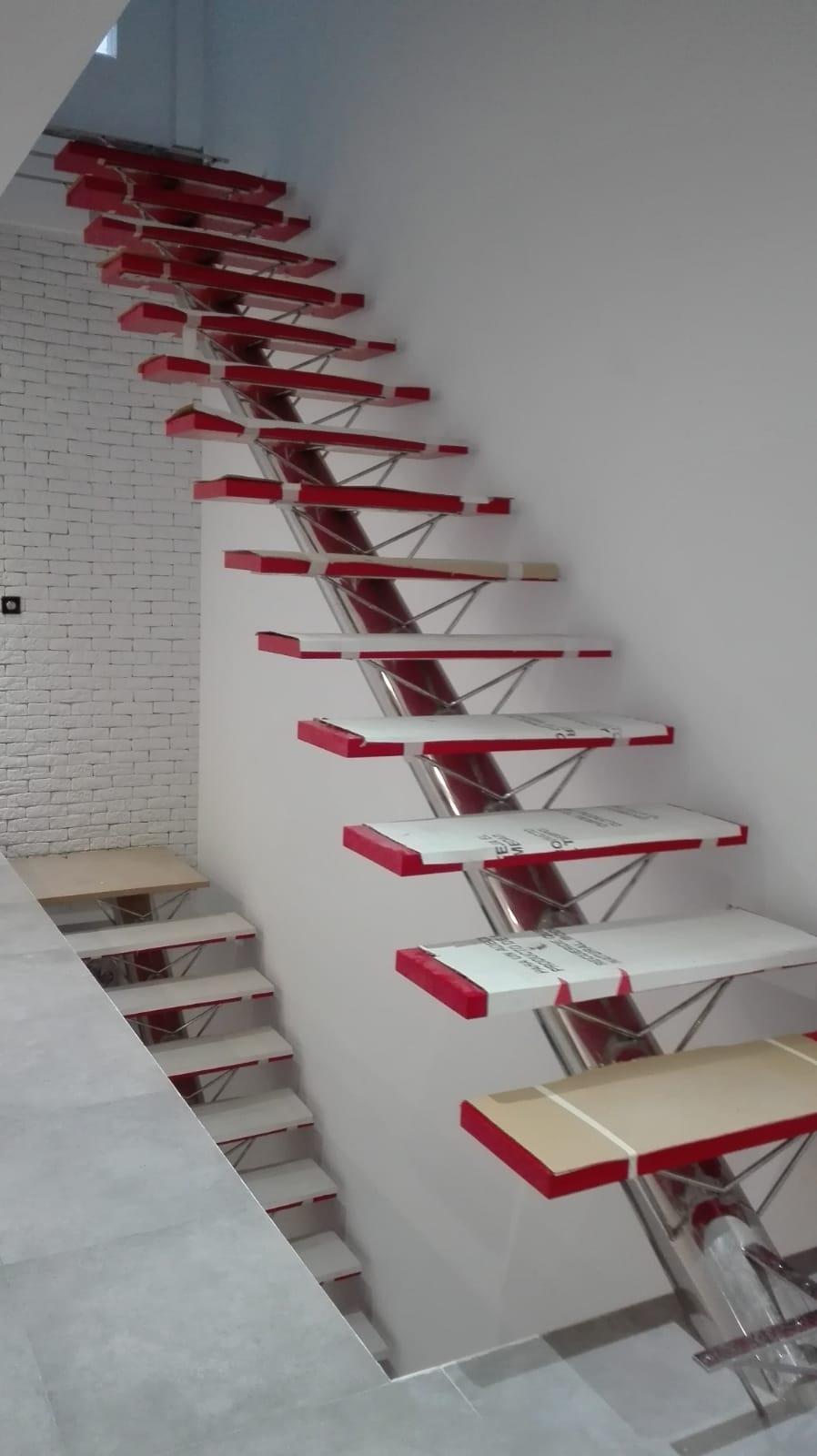 Escaleras rojo Ferrari