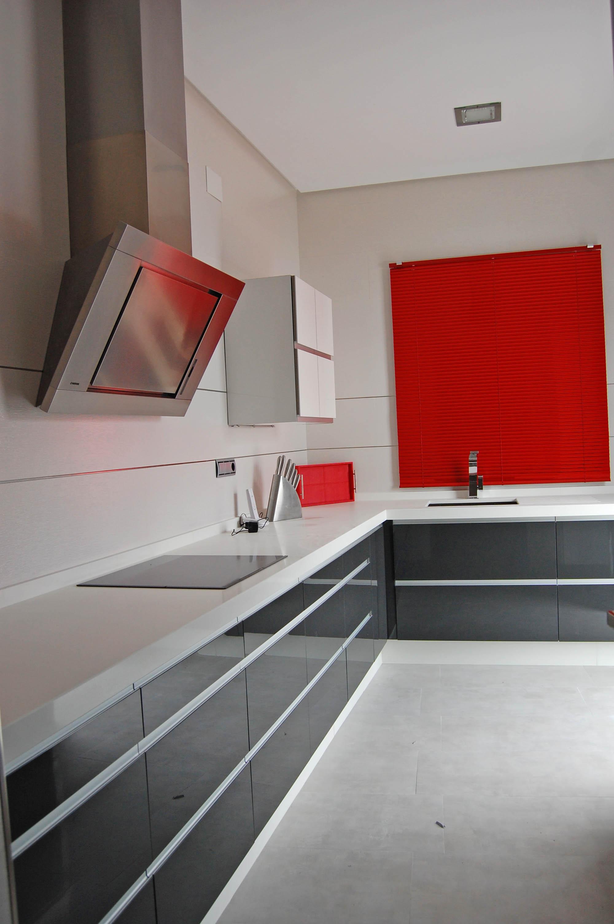 cocina a medida blanca y gris muebles ramycor archivos - APIMAD ...