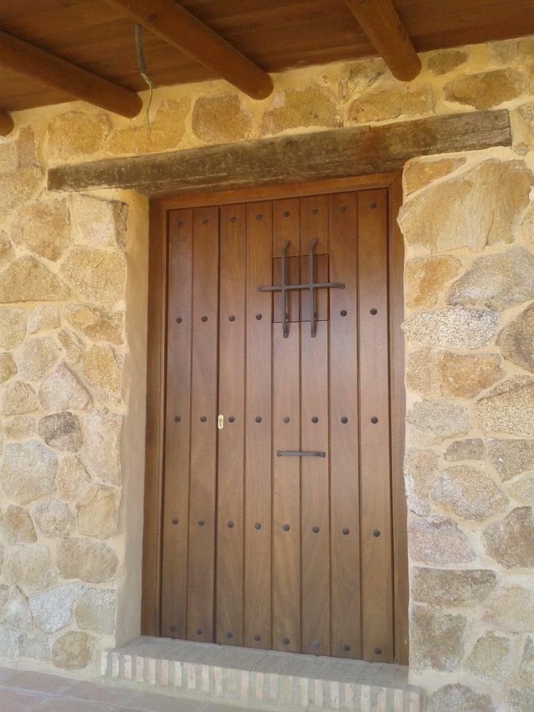 puerta con postigo muebles Jucal