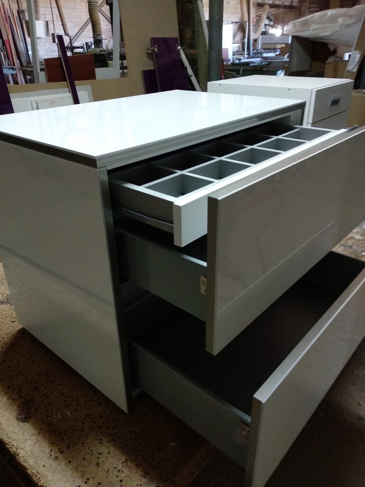 Cajones con detalles: mueble a medida