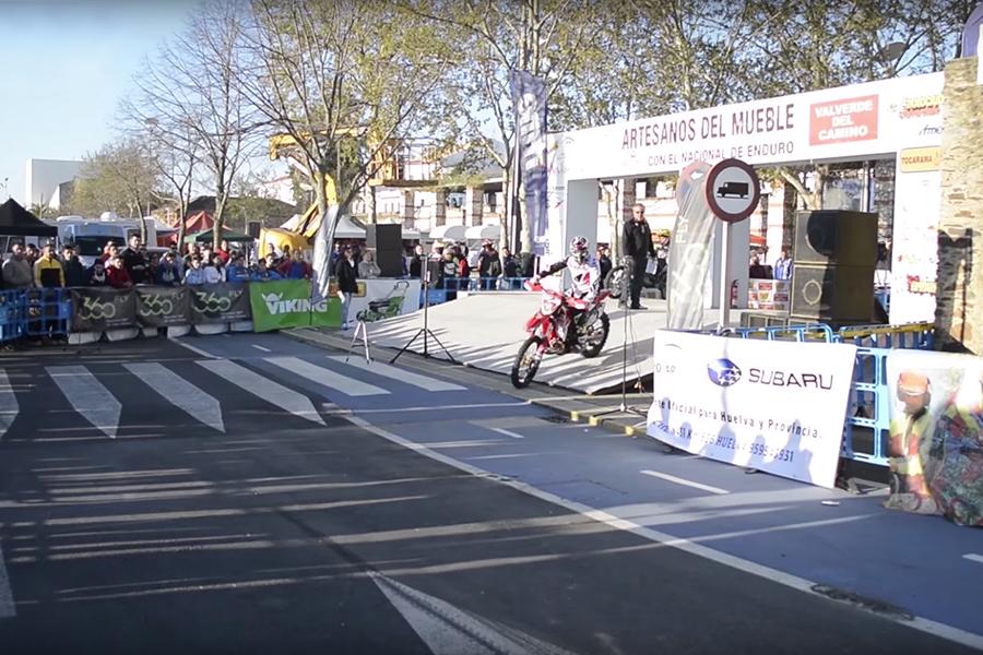 Empresarios del mueble de Valverde del Camino vuelven a colaborar con el Moto Club local con el Campeonato Nacional de Enduro