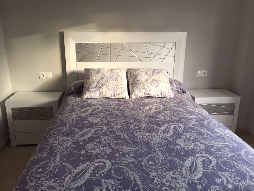 dormitorio blanco y plata muebles valarte