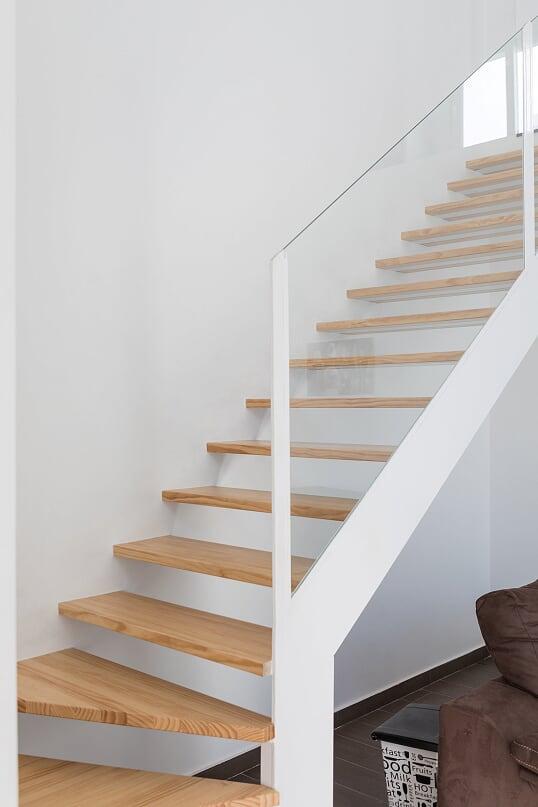 Escaleras suspendidas de pino
