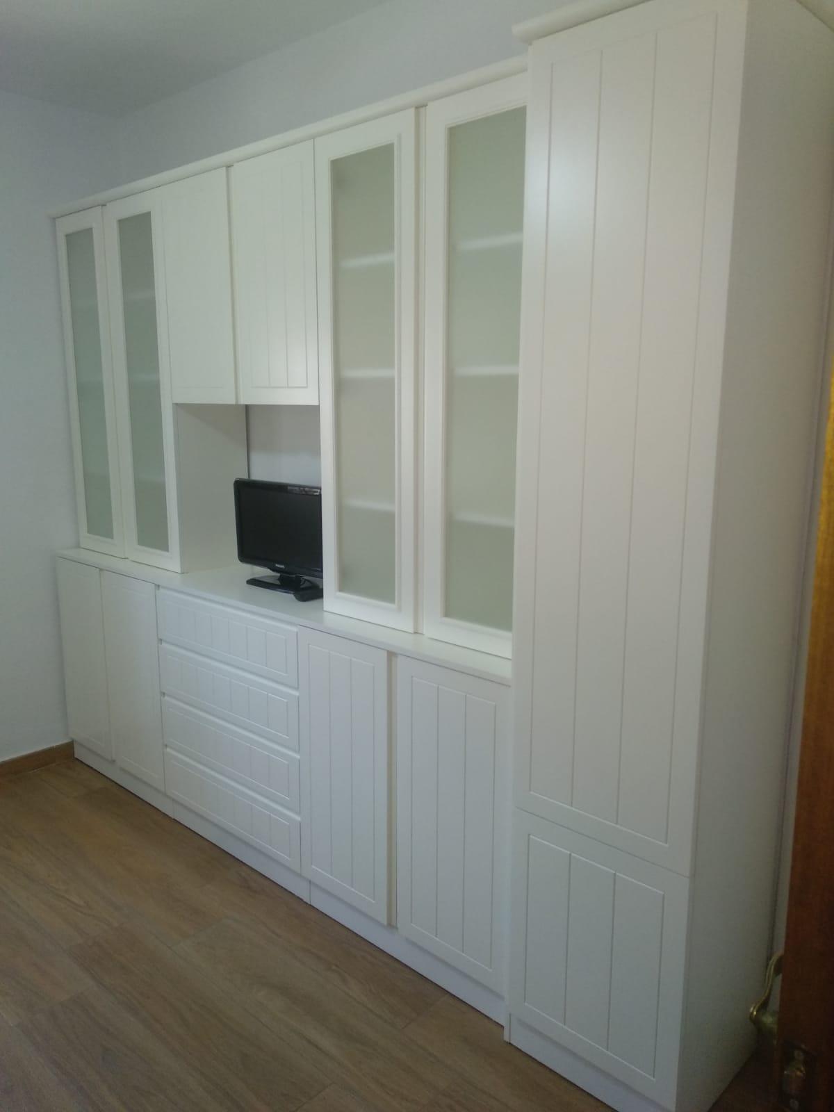 Mueble de salón a medida en blanco roto