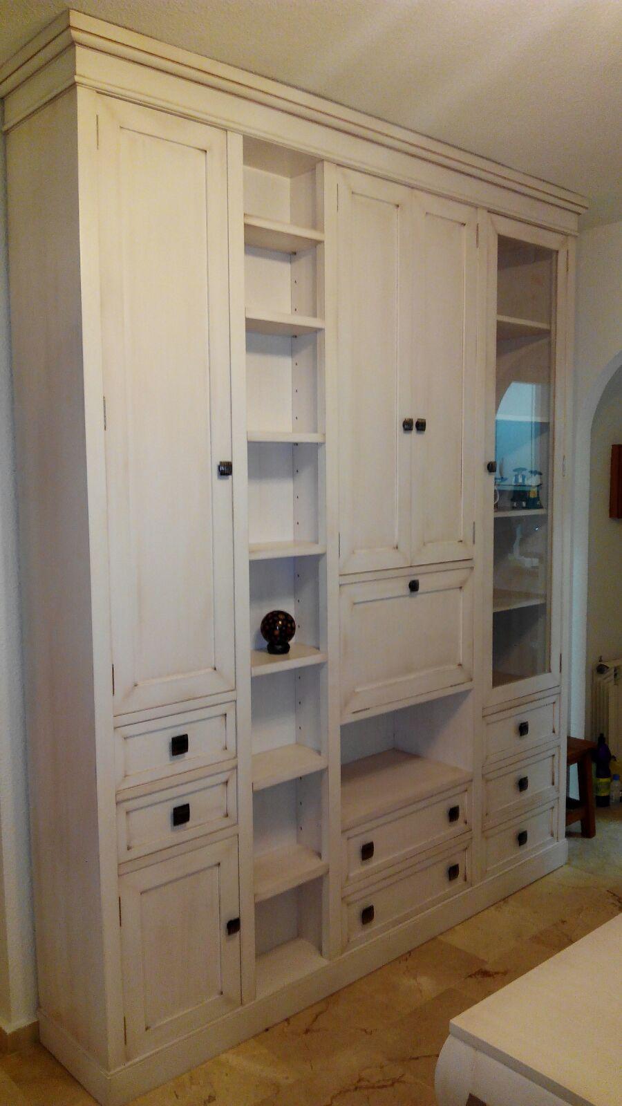 Muebles de salón adaptados 100 % al espacio