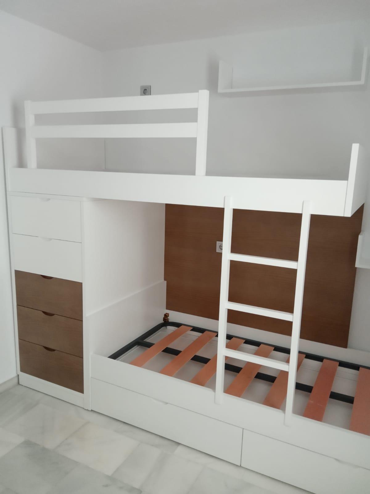 Litera con dos camas y cajones de almacenaje