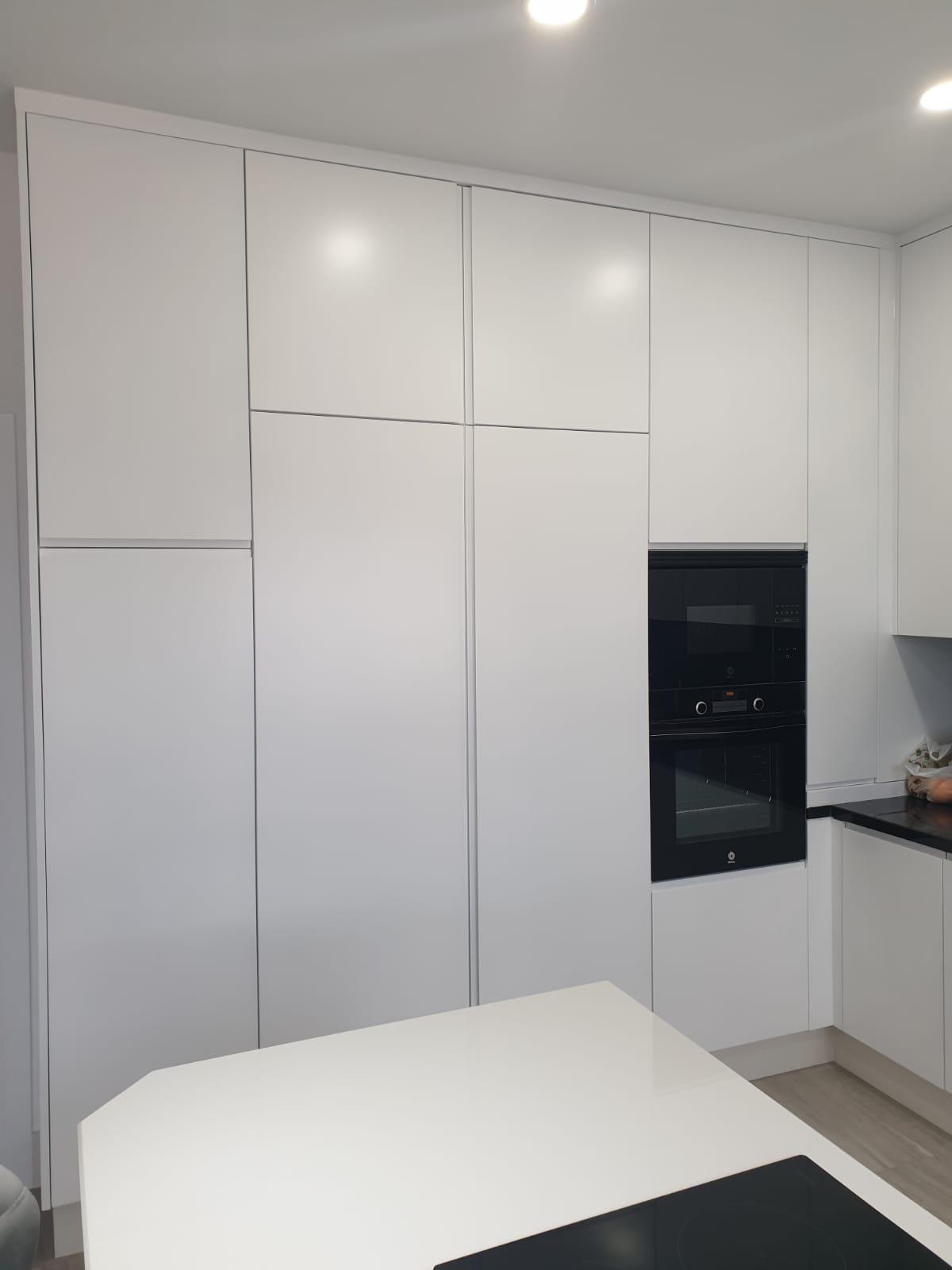 Cocina a medida con espacio extra y mucho más