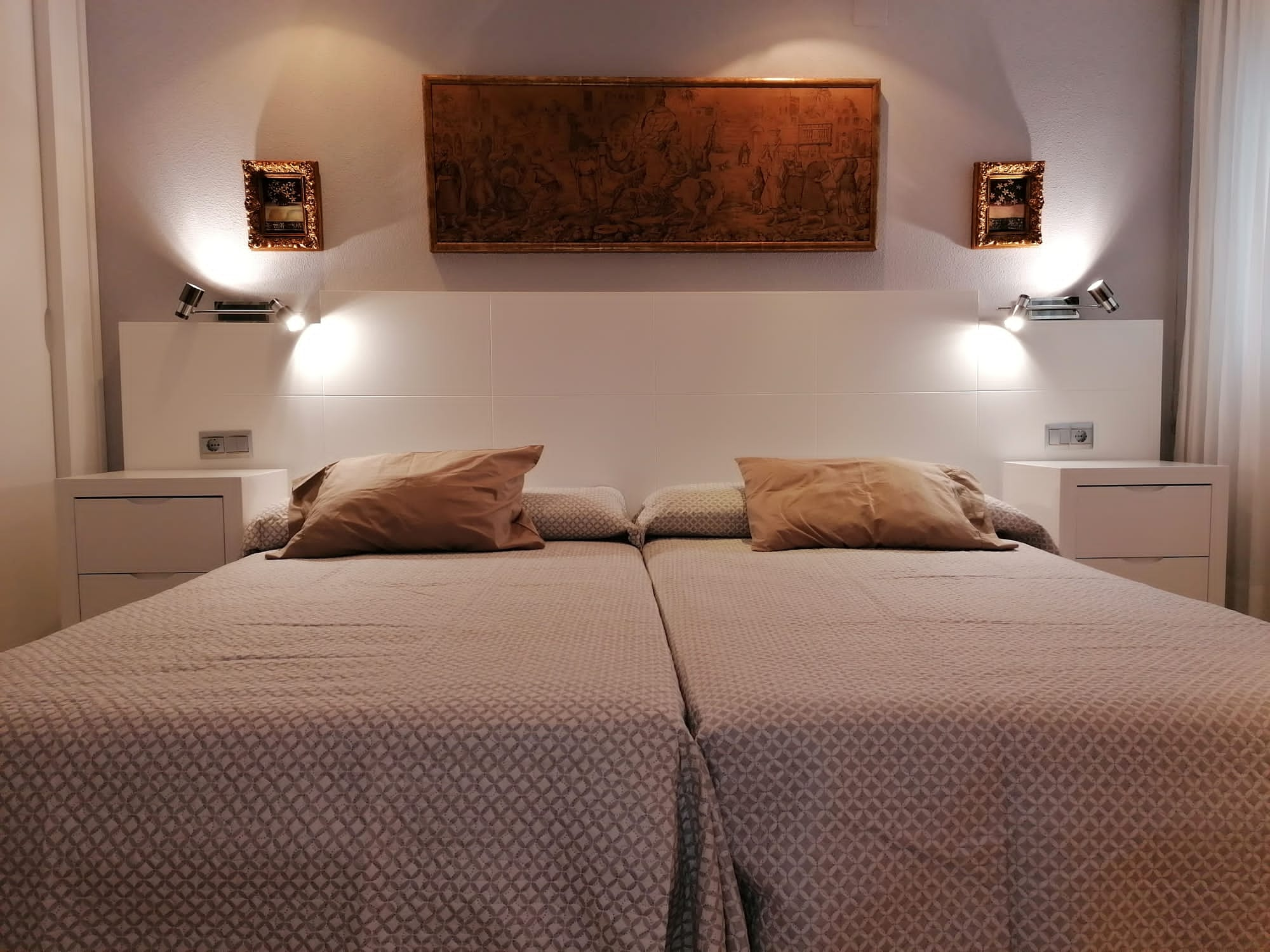 dormitorio lacado en blanco Muebles Mudeval