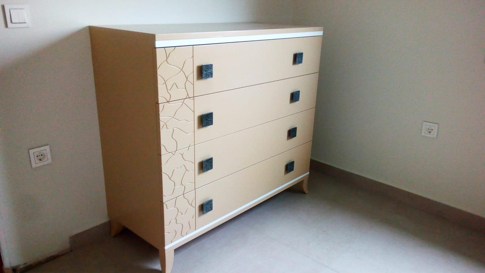 Diseña tu dormitorio a medida en colores suaves y da luminosidad a tu habitación