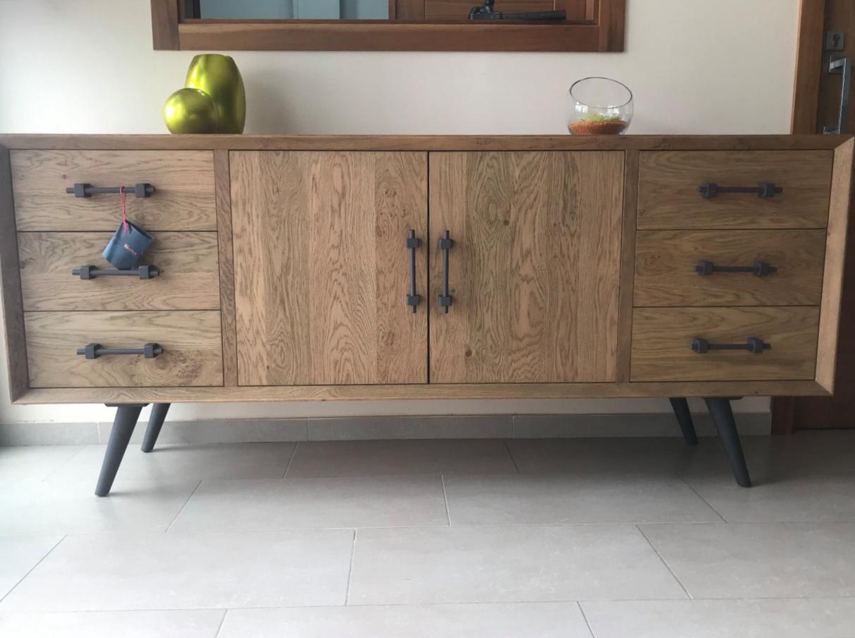Mueble aparador estilo nórdico y acabado natural